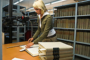 27.10.2006 Warszawa archiwum Urzedu Stanu Cywilnego m st Warszawy na ul Smyczkowa .Fot Piotr Gesicki IPN - Institute of National Memory people working in archives Warsaw Poland Photo Piotr Gesicki