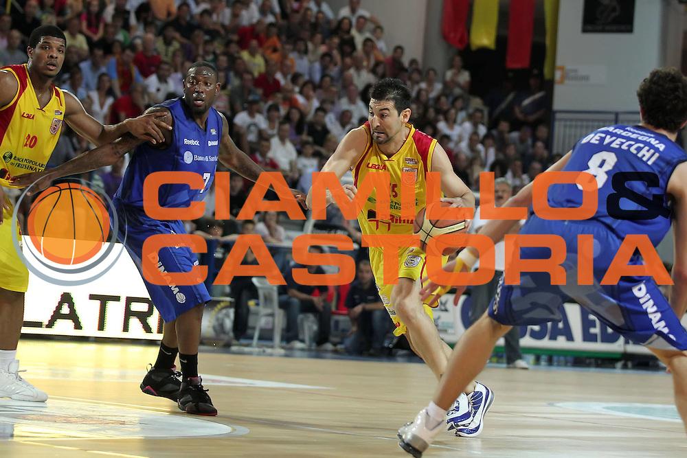 DESCRIZIONE : Frosinone Lega A2 2009-10 Playoff Finale Gara 2  Prima Veroli Banco di Sardegna Sassari<br /> GIOCATORE : Mario Gigena<br /> SQUADRA : Prima Veroli<br /> EVENTO : Campionato Lega A2 2009-2010<br /> GARA : Prima Veroli Banco di Sardegna Sassari<br /> DATA : 08/06/2010<br /> CATEGORIA : palleggio penetrazione<br /> SPORT : Pallacanestro <br /> AUTORE : Agenzia Ciamillo-Castoria/ElioCastoria<br /> Galleria : Lega Basket A2 2009-2010 <br /> Fotonotizia : Frosinone Campionato Italiano Lega A2 2009-2010 Playoff Finale Gara 2  Prima Veroli Banco di Sardegna Sassari<br /> Predefinita :