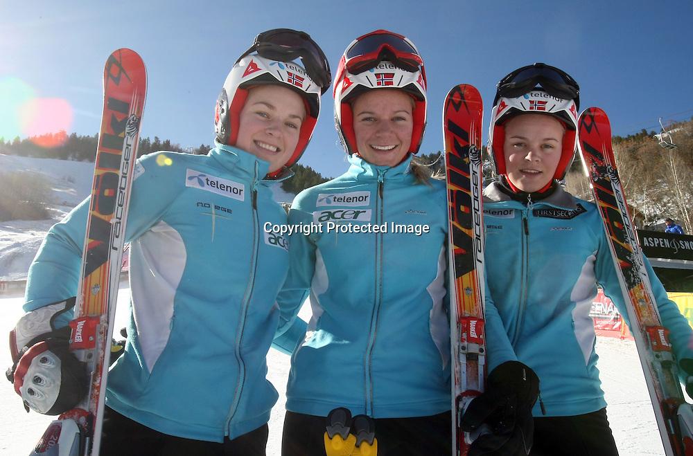 Le tre sorelle Loeseth che partecipano alla gara di domani Aspen, Colorado, Venerdi 27 Novembre, 2009. (Pentaphoto/Alessandro Trovati)