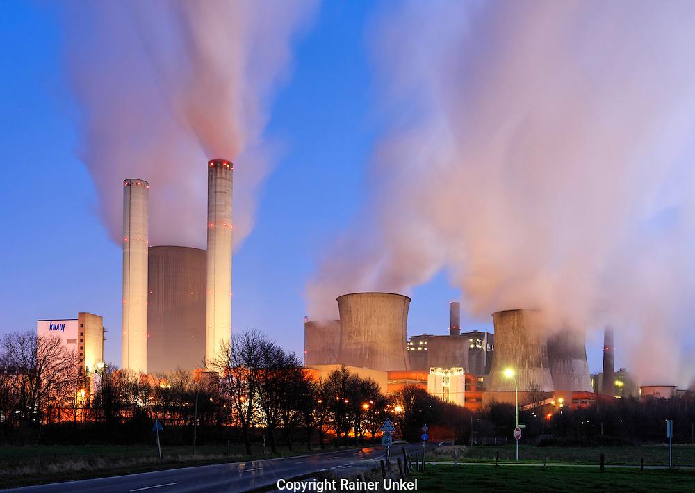 DEUTSCHLAND : Das Kohlekraftwerk Niederaussem der RWE AG.   |GERMANY : The coal power plant Niederaussem of RWE AG|.   30.12.2008.     Copyright by : Rainer UNKEL , Tel.: (0)228/477211, Fax: (0)228/477212