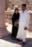 Libia, Leptis Magnia.Considerato il più bel sito romano del Mediterraneo.Turisti al Foro dei Severi..Libya, Leptis Magna.Considered the best Roman site in the Mediterranean.Tourists to the Forum of Severi