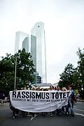 Frankfurt am Main | 05 July 2014<br /> <br /> Am Samstag (05.07.2014) demonstrierten in Frankfurt am Main etwa 250 Menschen aus der linksradikalen Szene gegen die deutsche Fl&uuml;chtlingspolitik, gegen Abschiebungen und f&uuml;r das Bleiberecht gefl&uuml;chteter Menschen in Deutschland und anderswo.<br /> Hier: Die Demo vor den Twin Towers der Deutschen Bank, Transparent &quot;Rassismus t&ouml;tet&quot;.<br /> <br /> [Foto honorarpflichtig, kein Model Release]<br /> <br /> &copy;peter-juelich.com