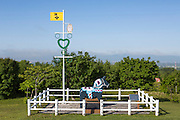 Den två meter höga dalahästen i Sweden Hills är en present från Leksand. Leksand är systerstad till Tobetse som är närmaste stad från svenskbyn.