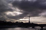 Paris January 29, 2007 - Sunset at  Eiffel Tower across the seine REPORTERS©Jean-Michel Clajot