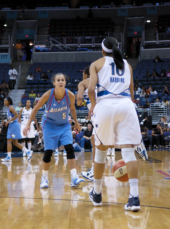 Lindsey Harding and the Washington Mystics defeated the Atlanta Dream 82-64, after Dream guard Shalee Lehning injured her shoulder and left the game.