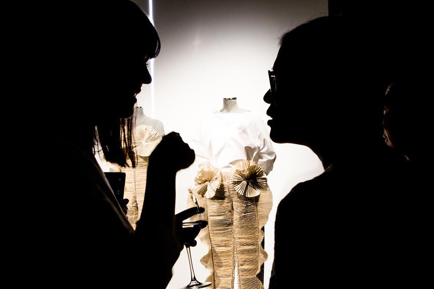 Zhu Chongyun, a droite, stiliste actuelle de Krizia, pendant la presentation de la collection a la semaine de la mode de MIlan