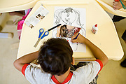 Sao Goncalo do Rio Abaixo_ MG, Brasil...Ensino das artes na Escola Municipal de Tempo Integral Maria de Lurdes Duarte Moreira dos Santos...The arts education at the Municipal School Full-Time Maria de Lurdes Duarte Moreira dos Santos...Foto:  JOAO MARCOS ROSA / NITRO