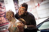 El estadounidense Matt Gone (i) y el venezolano Emilio Gonzalez (d) posan para la prensa durante la expo tattoo venezuela 2013. Caracas, 24 Ene. 2013 (Foto/Ivan Gonzalez)