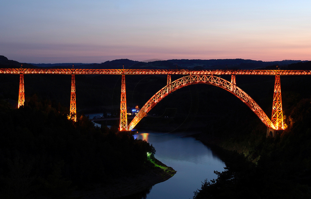 02/08/05 - GARABIT - CANTAL - FRANCE - Viaduc de GARABIT dans les Gorges de la Truyere. Construction EIFFEL - Photo Jerome CHABANNE