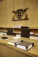 Mannheim. 01.03.17   BILD- ID 114  <br /> Unter hohe Sicherheitsvorkehrungen beginnt heute morgen am Landgericht der Prozess gegen einen 57-j&auml;hrigem Mann aus der T&uuml;rkei. Die Staatsanwaltschaft wirft ihm versuchten Mord vor. Er soll im Juni vergangenen Jahres in der Fahrlachstra&szlig;e f&uuml;nf Sch&uuml;sse auf einen Landsmann abgegeben haben. Die Hinterr&uuml;nde der Tat sind bisher weithin ungekl&auml;rt. Es k&ouml;nnten aber politische Interessen eine Rolle spielen. Der Mann auf den geschossen worden war, tritt bei dem Prozess als Nebenkl&auml;ger auf. Er soll ein Anh&auml;ner des t&uuml;rkischen Ministerpr&auml;sidenten Recep Tayyip Erdoğan sein. Der Angeklagte, so beschreibt es sein Verteidiger Stefan Alleier, geh&ouml;re keiner politischen Gruppierung an, er sei aber am Tattag nach Deutschland gereist, um einen Streit zwischen zerstrittenen Parteien zu schlichten. Geschossen habe sein Mandant erst dann, als er von seinem Gegen&uuml;ber angegriffen worden sei.<br /> Nach der Verlesung der Anklage durch die Staatsanwaltschaft, m&ouml;chte sich der Angeklagte mit einer ausf&uuml;hrlichen Erkl&auml;rung zum Tathergang &auml;u&szlig;ern. Der Beginn des Prozesses ist um 9 Uhr geplant.<br /> Bild: Markus Prosswitz 01MAR17 / masterpress (Bild ist honorarpflichtig - No Model Release!)