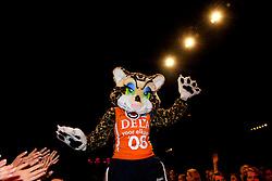 10-05-2008 VOLLEYBAL: DELA MEIDENDAG: APELDOORN<br /> Zo n 1500 meisjes woonden de teampresentatie van het Nederlands vrouwenvolleybalteam bij. De DELA meidendag werd weer een groot succes / DELA Mascotte<br /> ©2008-WWW.FOTOHOOGENDOORN.NL