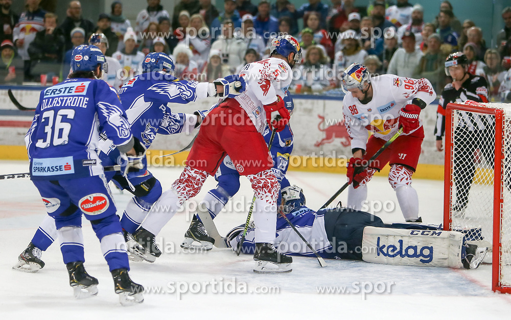 04.03.2020, Eisarena, Salzburg, AUT, EBEL, EC Red Bull Salzburg vs EC VSV, Viertelfinale, 1. Spiel, im Bild v.l. Thomas Raffl (EC Red Bull Salzburg) gegen Alexander Schmidt (EC Panaceo VSV) // during the Erste Bank Icehockey 1st quarterfinal match between EC Red Bull Salzburg and EC VSV at the Eisarena in Salzburg, Austria on 2020/03/04. EXPA Pictures © 2020, PhotoCredit: EXPA/ Roland Hackl