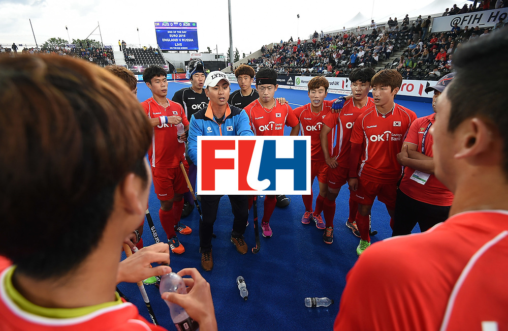 LONDON, ENGLAND - JUNE 11: Team Manager of Korea, Young Kyu Kim speaks to the players during day two of the FIH Men's Hero Hockey Champions Trophy 2016 match between Australia and Korea at Queen Elizabeth Olympic Park on June 11, 2016 in London, England. (Photo by Tom Dulat/Getty Images)