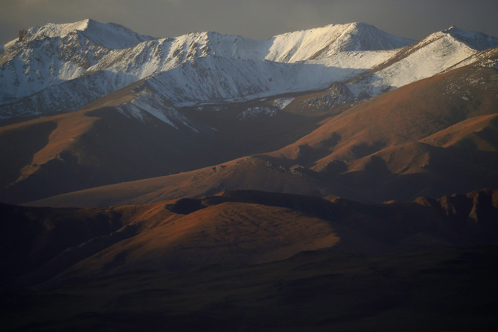 Mountainscapes near Er La Pass, 4499 m, Tibetan Plateau, Qinghai, China