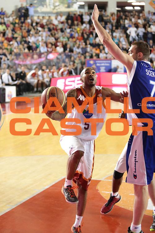 DESCRIZIONE : Roma Lega A 2012-2013 Acea Roma Lenovo Cantu playoff semifinale gara 2<br /> GIOCATORE : Goss Phil<br /> CATEGORIA : tiro sequenza<br /> SQUADRA : Acea Roma<br /> EVENTO : Campionato Lega A 2012-2013 playoff semifinale gara 2<br /> GARA : Acea Roma Lenovo Cantu<br /> DATA : 27/05/2013<br /> SPORT : Pallacanestro <br /> AUTORE : Agenzia Ciamillo-Castoria/M.Simoni<br /> Galleria : Lega Basket A 2012-2013  <br /> Fotonotizia : Roma Lega A 2012-2013 Acea Roma Lenovo Cantu playoff semifinale gara 2<br /> Predefinita :