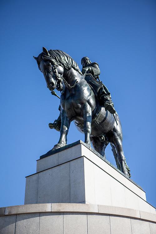 Das weltgrößte Reiterdenkmal auf dem Vitkov in Zizkov.