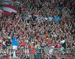 22.08.2010, Bruchwegstadion, Mainz, GER, 1. FBL, FSV Mainz 05 vs VfB Stuttgart, im Bild nach dem Spiel: Christian Wetklo (Mainz GER #29) auf dem Zaun, EXPA Pictures © 2010, PhotoCredit: EXPA/ nph/  Roth+++++ ATTENTION - OUT OF GER +++++ / SPORTIDA PHOTO AGENCY