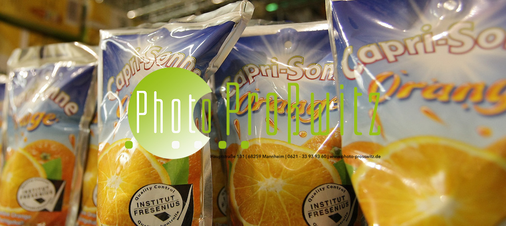Mannheim.  Capri Sonne im Supermarkt. Das aromatische Getr&auml;nk soll an die B&ouml;rse.<br /> Bild: Markus Pro&szlig;witz<br /> ++++ Archivbilder und weitere Motive finden Sie auch in unserem OnlineArchiv. www.masterpress.org ++++