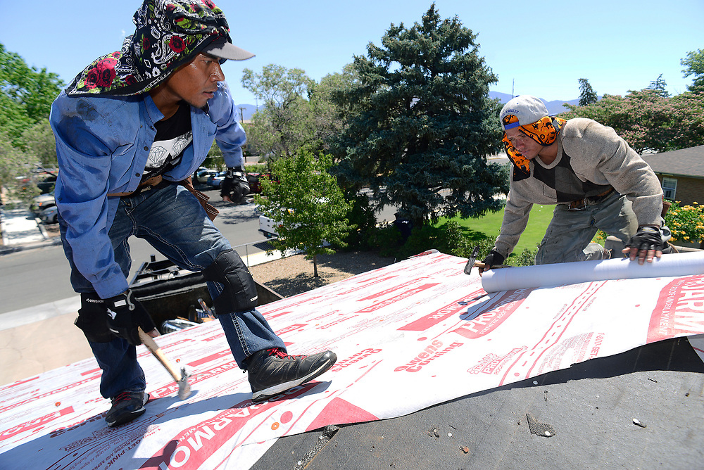 apl062117a/ASECTION /pierre-louis/JOURNAL 062117<br /> Otero and Sons Roofers Ariel Rodriguez,, left and Norlan Coello,,work on a Hoffmantown home's shingle roof  in Wednesday's sweltering temperatures  .Photographed  on Wednesday June  21,  2017. .Adolphe Pierre-Louis/JOURNAL
