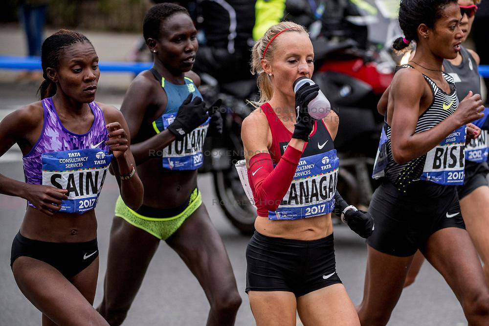 05-11-2017 USA: NYC Marathon, New York<br /> De dag van de marathon, 42 km en 195 meter door de straten van Staten Island, Brooklyn, Queens, The Bronx en Manhattan / Shalane Flanagan wint de NYC marathon