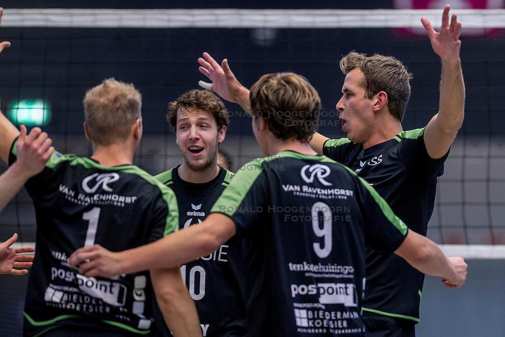 22-10-2016 NED: TT Papendal/Arnhem - Advisie SSS, Arnhem<br /> De Talenten winnen met 3-2 van SSS / Dwin Brouwer #10 of SSS, Freek Michel #5 of SSS
