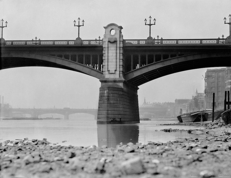 Southwark Bridge, London, England, 1910