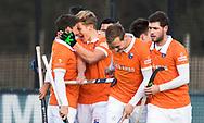 BLOEMENDAAL - Hockey - Bloemendaal-Oranje Rood 3-2. Jasper Brinkman heeft voor Bloemendaal de stand op 2-0 gebracht. met Roel Bovendeert (Bldaal) rechts Sander 't Hart (Bldaal) , Floris Wortelboer (Bldaal)  COPYRIGHT  KOEN SUYK