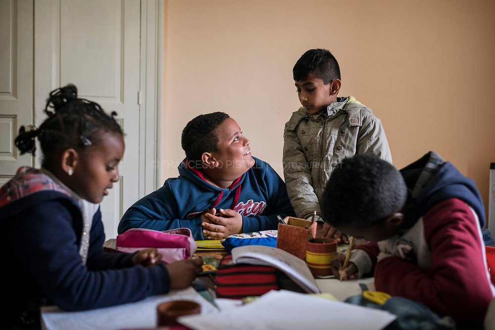Classes for migrant kids. They continue to study during the afternoon with local teachers.  (RIACE 2017)