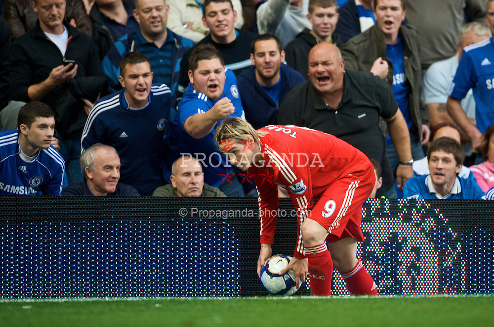 LONDON, ENGLAND - Sunday, October 4, 2009: Liverpool's Fernando Torres is abused by young and old Chelsea supporters during the Premiership match at Stamford Bridge. (Pic by David Rawcliffe/Propaganda)