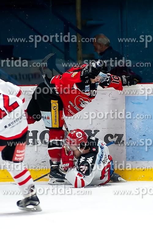 13.10.2015, Ice Rink, Znojmo, CZE, EBEL, HC Orli Znojmo vs HC TWK Innsbruck Die Haie, 11. Runde, im Bild v.l. David Bartos (HC Orli Znojmo) Nicholas Ross (HC TWK Innsbruck) // during the Erste Bank Icehockey League 11th round match between HC Orli Znojmo and HC TWK Innsbruck Die Haie at the Ice Rink in Znojmo, Czech Republic on 2015/10/13. EXPA Pictures © 2015, PhotoCredit: EXPA/ Rostislav Pfeffer