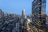 New York. Elevated view on Midtown and the Empire state Building, /  vue d'en haut. Midtown , et l'empire state building.
