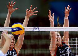 24-09-2014 ITA: World Championship Volleyball Thailand - Nederland, Verona<br /> /Blok van Judith Pietersen, Yvon Beliën