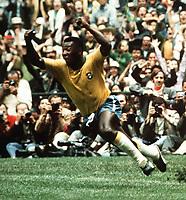 Fotball<br /> VM 1970<br /> Foto: Colorsport/Digitalsport<br /> NORWAY ONLY<br /> <br /> Pele (Brazil) celebrates scoring the 1st goal. World Cup Final 1970. Brazil v Italy. Mexico