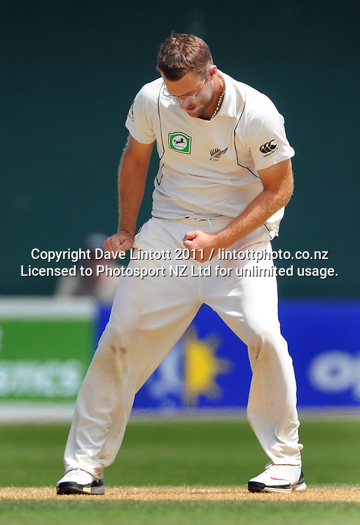 NZ captain Daniel Vettori shows his frustration. 2nd cricket test match - New Zealand Black Caps v Pakistan, day three at the Basin Reserve, Wellington, New Zealand on Monday, 17 January 2011. Photo: Dave Lintott / photosport.co.nz