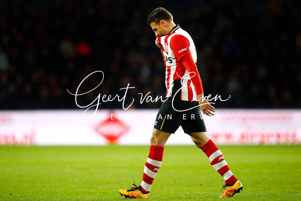 09-04-2016 VOETBAL:PSV:WILLEM II:EINDHOVEN<br /> Santiago Arias van PSV gaat teleurgesteld met rood van het veld<br /> Foto: Geert van Erven