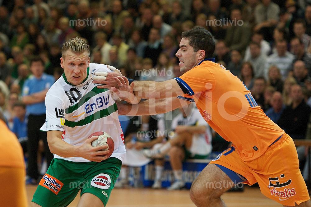 Lars Kaufmann (FAG) am Ball gegen rechts Inacio Carmo (FCP)