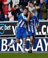 Photo: Jed Wee.<br />Wigan Athletic v Arsenal. The Barclays Premiership.<br />19/11/2005.<br />Wigan captain Arrian De Zeeuw (L) celebrates with Jimmy Bullard.