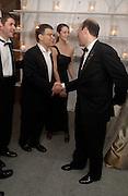 Al Franken meets Ari Fleischer, Bloomberg after-party,  Russian mansion, Washington Correspondents dinner, Washington Hilton, 26 April 2003. © Copyright Photograph by Dafydd Jones 66 Stockwell Park Rd. London SW9 0DA Tel 020 7733 0108 www.dafjones.com