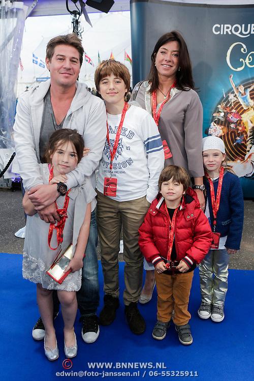NLD/Amsterdam/20120327 - Premiere Cirque du Soleil Corteo, Martijn Krabbe, partner Amanda Beekman en kinderen Bickel, Michelle, Jasmijn, Achilles