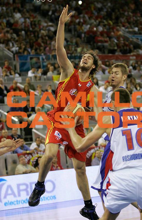 DESCRIZIONE : Madrid Spagna Spain Eurobasket Men 2007 Qualifying Round Russia Spagna Russia Spain <br /> GIOCATORE : Pau Gasol <br /> SQUADRA : Spagna Spain <br /> EVENTO : Eurobasket Men 2007 Campionati Europei Uomini 2007 <br /> GARA : Russia Spagna Russia Spain <br /> DATA : 09/09/2007 <br /> CATEGORIA : Difesa <br /> SPORT : Pallacanestro <br /> AUTORE : Ciamillo&amp;Castoria/M.Kulbis <br /> Galleria : Eurobasket Men 2007 <br /> Fotonotizia : Madrid Spagna Spain Eurobasket Men 2007 Qualifying Round Russia Spagna Russia Spain <br /> Predefinita :