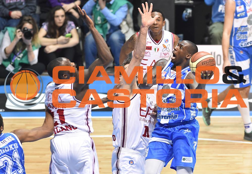 DESCRIZIONE : Final Eight Coppa Italia 2015 Finale Olimpia EA7 Emporio Armani Milano - Dinamo Banco di Sardegna Sassari<br /> GIOCATORE : Rakim Sanders<br /> CATEGORIA : tiro penetrazione<br /> SQUADRA : Banco di Sardegna Dinamo Sassari<br /> EVENTO : Final Eight Coppa Italia 2015<br /> GARA : Olimpia EA7 Emporio Armani Milano - Dinamo Banco di Sardegna Sassari<br /> DATA : 22/02/2015<br /> SPORT : Pallacanestro <br /> AUTORE : Agenzia Ciamillo-Castoria/A.Scaroni<br /> GALLERIA : Lega Basket A 2014-2015<br /> FOTONOTIZIA : Final Eight Coppa Italia 2015 Finale Olimpia EA7 Emporio Armani Milano - Dinamo Banco di Sardegna Sassari<br /> PREDEFINITA :