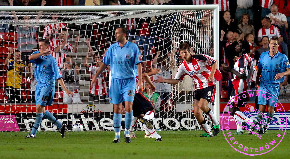 Photo: Alan Crowhurst...Southampton v Coventry City. Coca Cola Championship. 09/08/2006. Grzegorz Rasiak (R) of Saints celebrates his goal from the penalty spot..FOT. SBI / WROFOTO..*** POLAND ONLY !!! ***