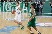 DESCRIZIONE : Avellino Lega A 2015-16 Sidigas Avellino Dolomiti Energia Trentino Trento<br /> GIOCATORE : Giuseppe Poeta<br /> CATEGORIA :  palleggio schema<br /> SQUADRA : Dolomiti Energia Trentino Trento<br /> EVENTO : Campionato Lega A 2015-2016 <br /> GARA : Sidigas Avellino Dolomiti Energia Trentino Trento<br /> DATA : 01/11/2015<br /> SPORT : Pallacanestro <br /> AUTORE : Agenzia Ciamillo-Castoria/A. De Lise <br /> Galleria : Lega Basket A 2015-2016 <br /> Fotonotizia : Avellino Lega A 2015-16 Sidigas Avellino Dolomiti Energia Trentino Trento