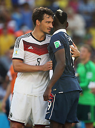 04.07.2014, Maracana, Rio de Janeiro, BRA, FIFA WM, Frankreich vs Deutschland, Viertelfinale, im Bild Mats Hummels from Germany complimenting Paul Pogba from France after their victory 1-0 // during quarterfinals between France and Germany of the FIFA Worldcup Brazil 2014 at the Maracana in Rio de Janeiro, Brazil on 2014/07/04. EXPA Pictures © 2014, PhotoCredit: EXPA/ Eibner-Pressefoto/ Cezaro<br /> <br /> *****ATTENTION - OUT of GER*****