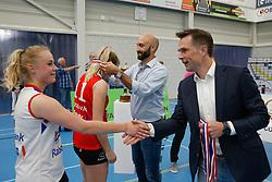 20190424 NED: Sliedrecht Sport - VC Sneek: Sliedrecht<br /> Bondscoach Jamie Morrison en Guido Davio reiken de medailles uit. <br /> ©2019-FotoHoogendoorn.nl / Pim Waslander