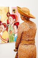 AMSTERDAM - Koningin Máxima is donderdagmiddag 31 oktober aanwezig bij de uitreiking van de Prix de Rome 2019 in het Stedelijk Museum Amsterdam. Vijf beeldend kunstenaars zijn genomineerd voor deze prijs. De Prix de Rome is de oudste prijs in Nederland voor beeldend kunstenaars onder de 40 jaar. Het doel van de prijs is getalenteerde kunstenaars te signaleren en hen te stimuleren zich verder te ontwikkelen en hun zichtbaarheid te vergroten. De winnende kunstenaar ontvangt een bedrag van 40.000 euro en een werkperiode in de American Academy in Rome. ROBIN UTRECHT