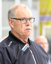 10.12.2017, Albert Schultz Halle, Wien, AUT, EBEL, UPC Vienna Capitals vs Dornbirner Eishockey Club, Grunddurchgang, 27. Runde, im Bild Trainer, Dave MacQueen Dornbirner Eishockey Club // during the Erste Bank Icehockey League 27th round match between UPC Vienna Capitals and Dornbirner Eishockey Club at the Albert Schultz Halle in Vienna, Austria on 2017/12/10. EXPA Pictures © 2017, PhotoCredit: EXPA/ Alexander Forst