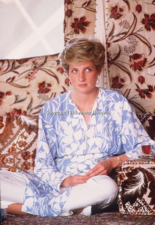 SAUDI ARABIA - NOVEMBER 01: Princess Diana the Princess of Wales in a Catherine Walker outfit sits cross-legged at a desert picnic in Saudi Arabia in November of 1986. (Photo by Anwar Hussein/Getty Images) *** Local Caption *** Diana, Princess of Wales