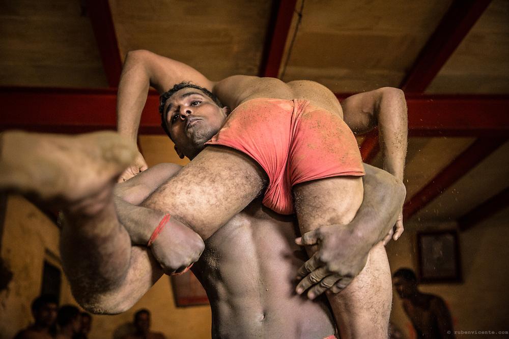 Kushti wrestlers fighting. Varanasi, India