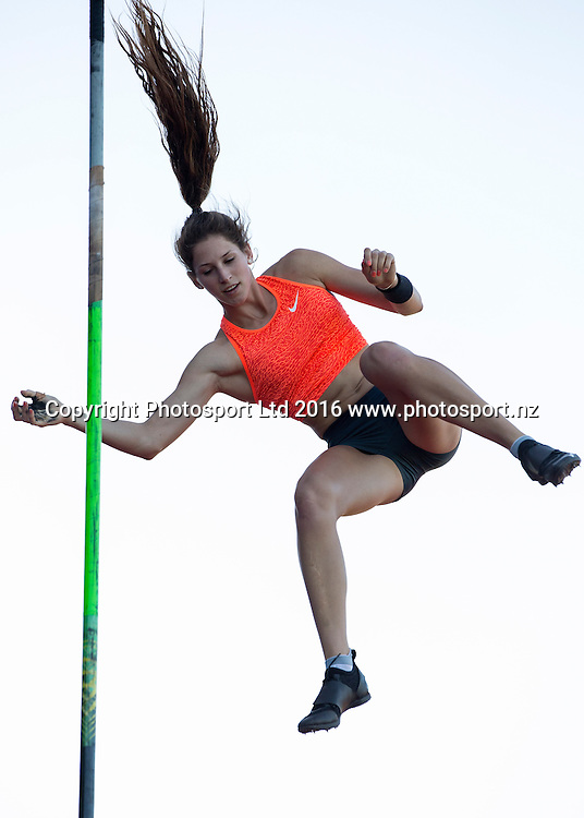 Eliza McCartney in the Women's Pole Vault at the Auckland Track Challenge, Douglas Track and Field.Trusts Arena, Auckland, New Zealand, Thursday, February 25, 2016. Copyright photo: David Rowland / www.photosport.nz